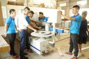 Hình ảnh học viên thực hành trong công xưởng